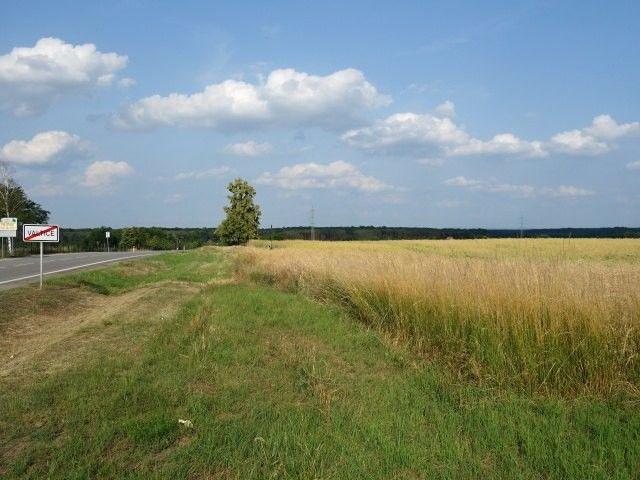 Pozemky od silnice směr Břeclav