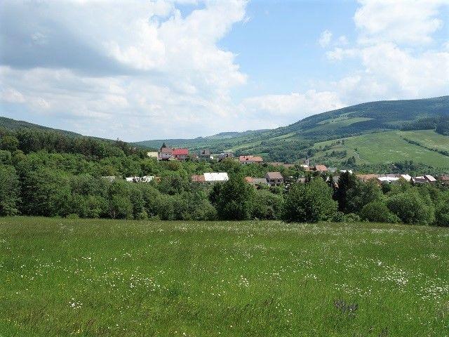 Obec obklopená Bílými Karpaty