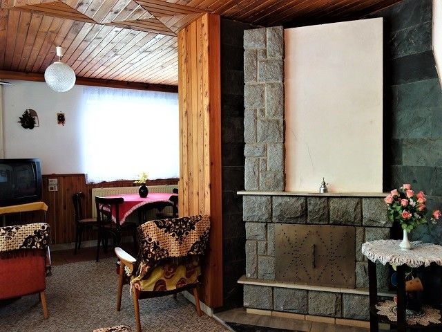 Obývací část, pohled k oknu