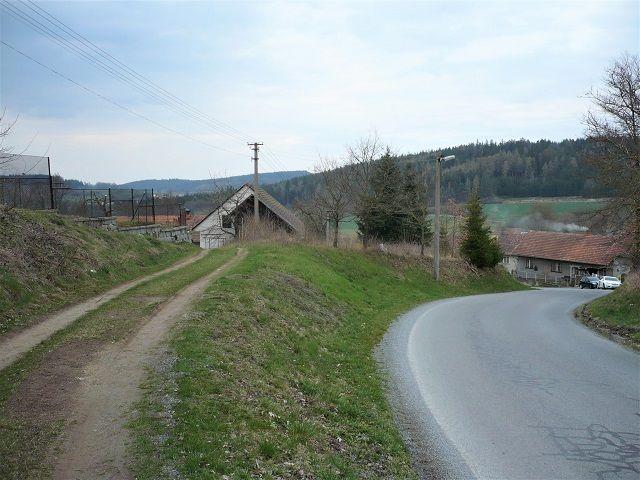 Pohled od příjezdu z hlavní silnice