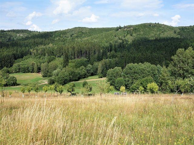 Výhled na protější kopce