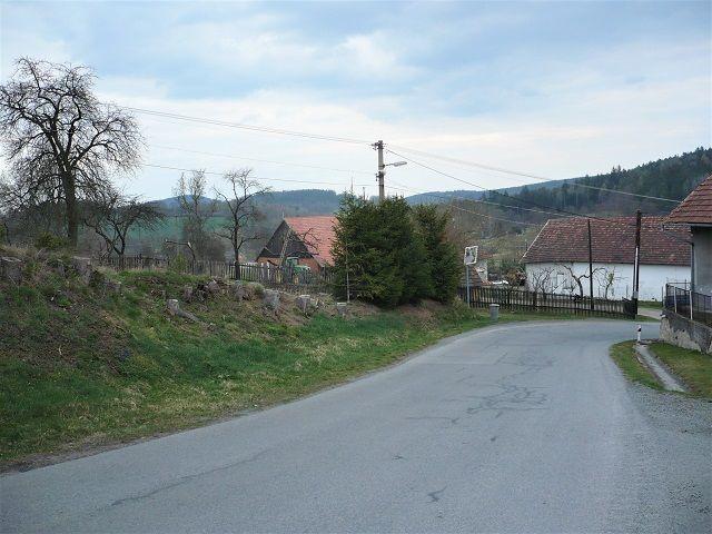 Spodní konec pozemku od silnice