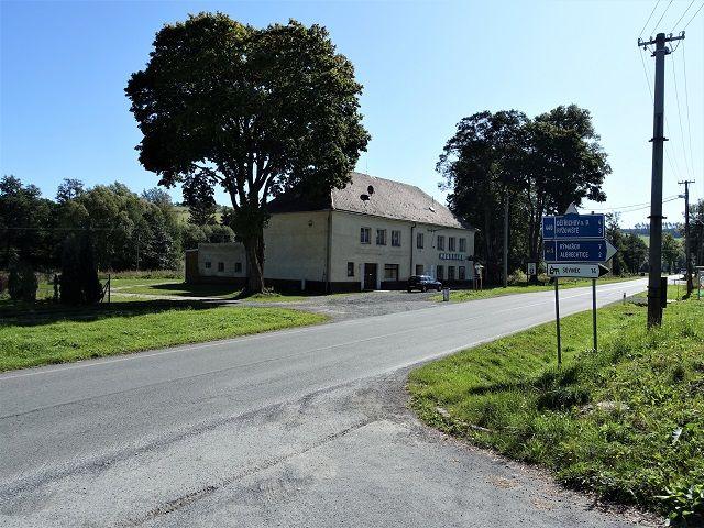 Hlavní silnice na Rýmařov a Albrechtice