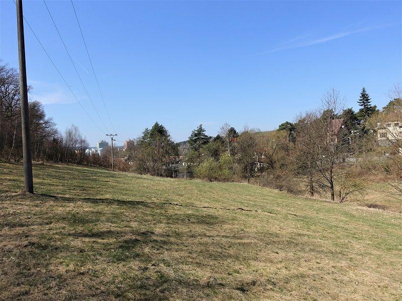 Pohled na pozemek zezadu